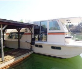 Orange Ruffy Houseboat: 38' X 12' Sleeps 8